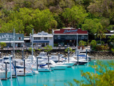 cruise-whitsundays-whitehaven-beach-hamilton-island-marina